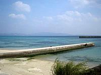伊江島のアラ浜 - 昔の桟橋でしょうか、印象的です