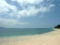 伊江島の伊江ビーチ北 - ビーチからなら旅行村まで気軽に行けます