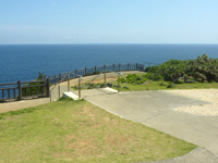 伊江島の湧出展望台 - 展望台の建物は現在撤去されました