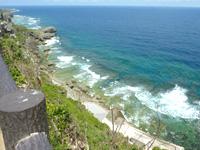 伊江島の湧出展望台 - 湧出側の断崖絶壁