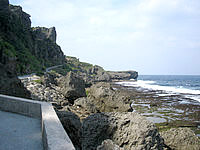 伊江島の湧出/わじー - 湧出周辺は岩場です