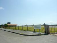 伊江島の伊江島空港 - 滑走路はキレイなんですが・・・