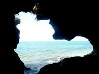 伊江島のニャティヤ/ニヤティヤ/ニヤテヤ洞窟/ビジル石 - 洞窟から海を望める場所も
