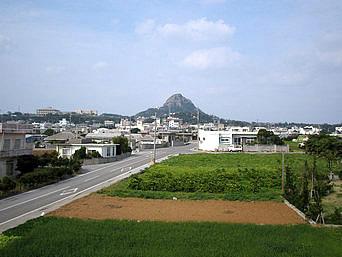 伊江島の南から城山