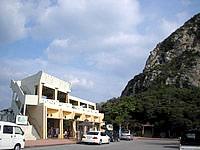 伊江島の城山登山口 - 登山口には売店があります