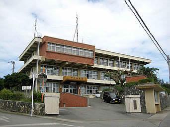 伊江島の伊江村役場「3階建てで施設は大きめです」