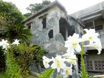 伊江島の公益質屋跡「壁の穴や砲弾の跡が生々しいです」