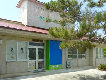 伊江島の伊江もの本舗/農産物食品加工センター/特産品展示販売「物販などのメインは道路側のこちら」