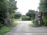 伊江島のわびあいの里 ヌチドゥタカラの家/やすらぎの家 - 施設への入口