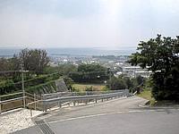 伊江島の芳魂の塔 - かなりの高台なので景色もきれい