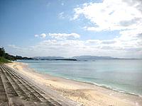 伊江島のGIビーチ東 - 一部防波堤もあり