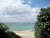 伊江島の調整池先のビーチ - ここまで来る人は滅多にいないかも?
