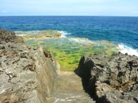 伊江島のリリーフィールド遊歩道 - 海に近づくと滑りやすいので要注意