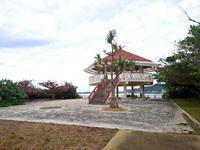 浜比嘉島の浜漁港緑地公園展望台/浜比嘉大橋展望台/橋詰広場 - 駐車場の先に展望台があります