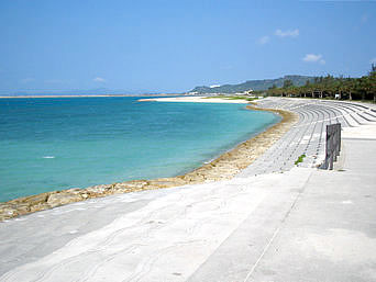 勝連浜のビーチ