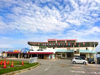 海中道路の海の駅 あやはし館「船の形をモチーフした、あやはし館」