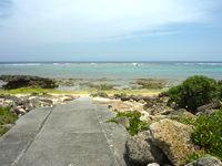 伊計島のホテル近くの海/ビーチ - 砂浜らしい砂浜は少ない・・・