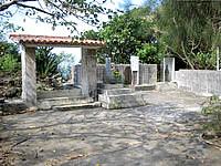 伊計島の伊計島灯台 - 水子供養などの場も近くにある