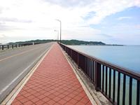 平安座島の浜比嘉大橋 - 平安座島から浜比嘉島側を見る