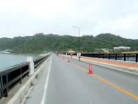 平安座島の浜比嘉大橋 - 毎年4月のマラソン大会ではここも通る