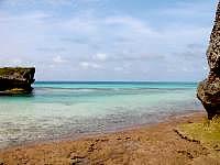 池間島の池間ロープ/カギンミビーチ/カギンミヒダ - 海の色が様々なので珊瑚礁が期待できる