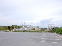 池間島の池間ブロック/フナクスビーチ - 駐車場はそのままですが隣接地が廃墟に