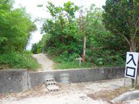 池間島の池間ブロック/フナクスビーチ - 正式な入口にはブロック階段