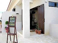池間島のアイランドテラス ニーラ/カフェ&レストラン ニーラ/Neela - カフェの入口は道路に面しています