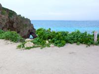 池間島のハート岩/伊良干瀬 - 高台からも既にハート型の穴が見えます