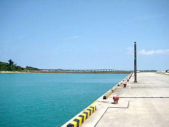 池間島の池間港「八重干瀬ツアーへの船が出る港」