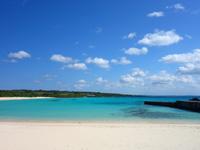伊良部島の渡口の浜 西 - 防波堤が特徴のビーチでもある