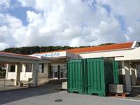 伊良部島の佐良浜港 - ターミナル施設もそのまま残っています