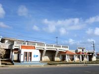 伊良部島の佐良浜港 - 元々あった大型施設は撤去