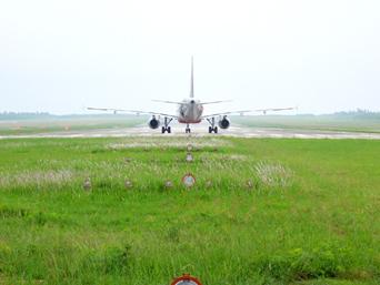 下地空港飛行練習場のジェット機