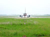 宮古列島 下地島の下地島空港17エンドから見る航空機の写真
