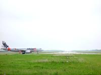 下地島の下地島空港17エンドから見る航空機 - 以前のような大型機器はもう望めないかも?