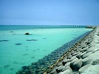 下地島の下地島空港17エンドビーチ/海の色 - 遠浅の海がきれいな海の色を演出