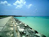 下地島の下地島空港17エンドビーチ/海の色 - かなりの浅瀬なので、泳ぐことは難しいかも