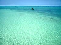 下地島の下地島空港17エンドビーチ/海の色 - 遠浅なので時間によって色が変わります