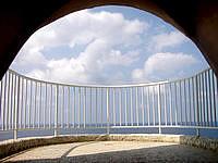 伊良部島のフナウサギバナタ展望台 - 展望台の中はこんな感じ