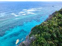 伊良部島のフナウサギバナタ展望台 - 展望台より先の崖から見る方が綺麗