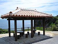 伊良部島のサバ沖井戸/サバウツガー - 階段入口には吾妻屋が目印