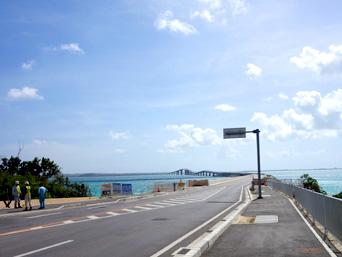 伊良部島の伊良部大橋 伊良部島側「伊良部島側の接続部分はまだ開発中」