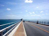 伊良部島の伊良部大橋 伊良部島側 - 伊良部島側は比較的まっすぐ