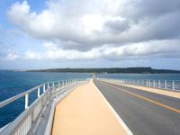 伊良部島の伊良部大橋 伊良部島側 - 橋の上の待避スペースは駐車場じゃない!