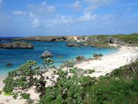 下地島の中の島/中ノ島/カヤッファビーチ - ビーチもありますが岩が多い