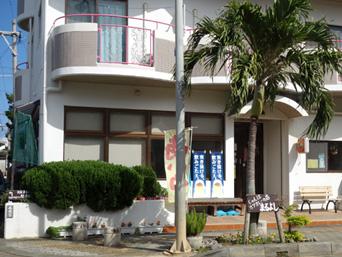 伊良部島のまるよし食堂「民宿の1階がビジター利用可能な食堂です」
