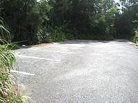 伊良部島のシンビジ/シンビシ - 駐車スペースもあります