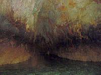 伊良部島の伊良部版 青の洞窟 - 入口の穴が小さいのでかなり暗い洞窟