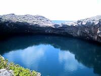 下地島の通り池 - こっちは外の池、遠くに外洋が見えます